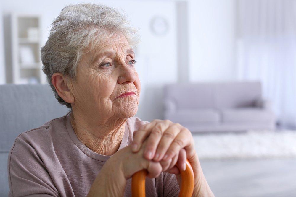 бабушка смотрит